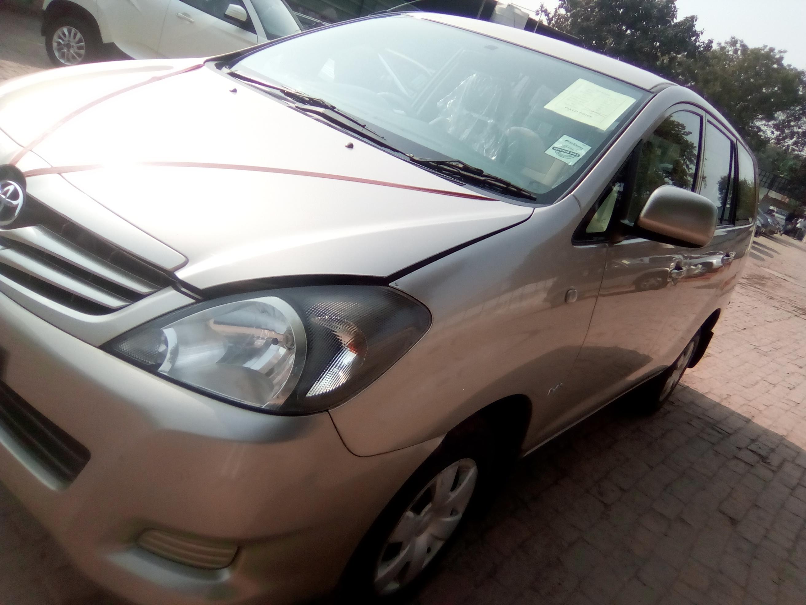 2010 Used Toyota Innova 2.5 GX 7 STR BS IV