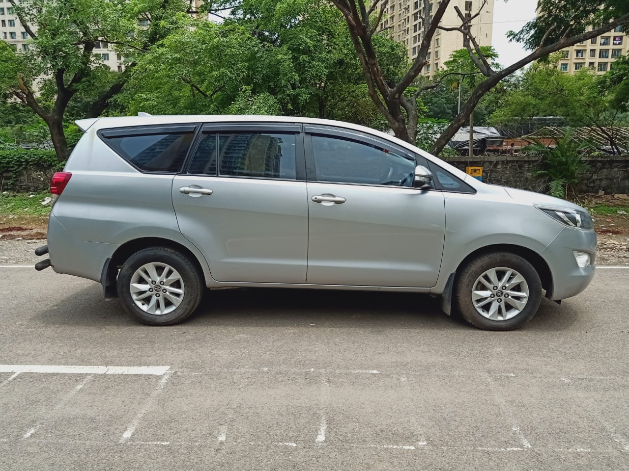 2017 Used TOYOTA INNOVA CRYSTA 2.8 GX AT 8 STR