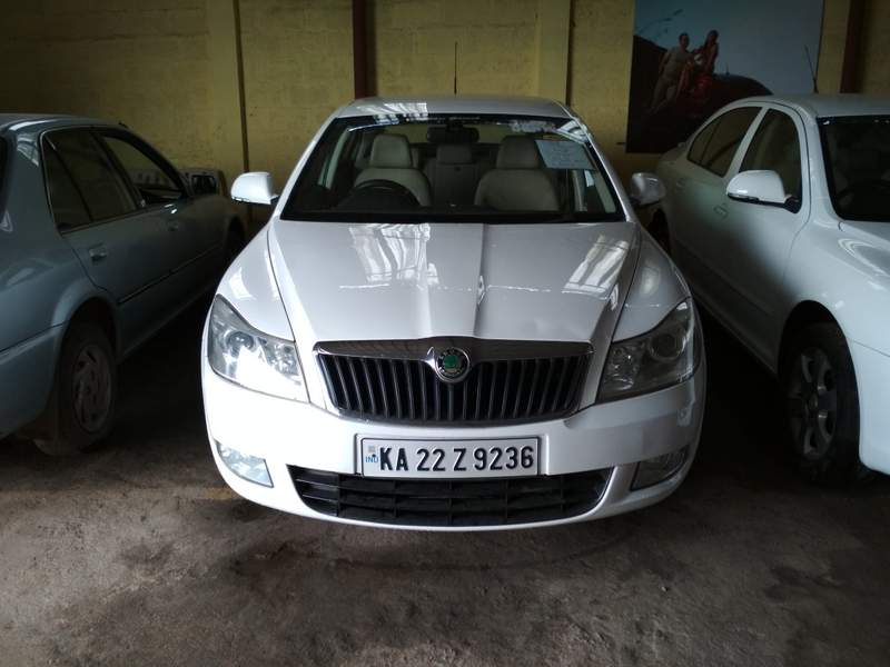 2010 Used Skoda Laura ELEGANCE 2.0 TDI CR MT